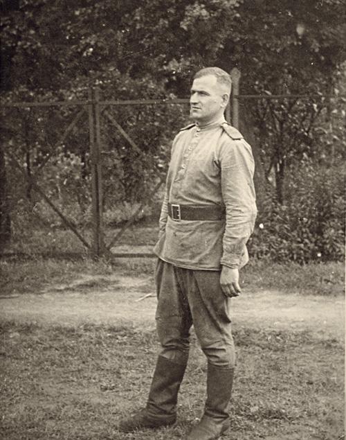 Федор Петрович Григоров, дедушка, ВОВ начинал вМоскве, снято в Берлине в 1945 г.